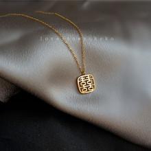 高定保色UK设计大牌方喜项链镂空方形项链喜字福牌锁骨项链