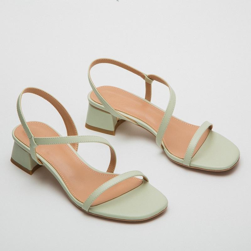 小CK女鞋2020流行女鞋新款凉鞋法式一字带网红凉鞋女舒适超火粗跟