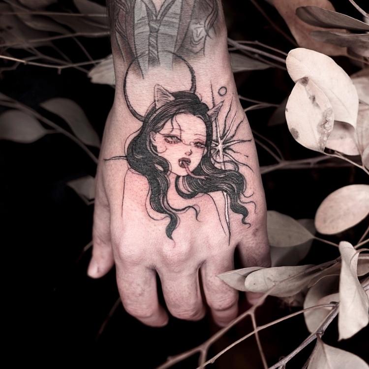 热销425件需要用券花臂少女TATTOO X309 暗黑风月亮黑发蛇女手背纹身贴刺青一张两个