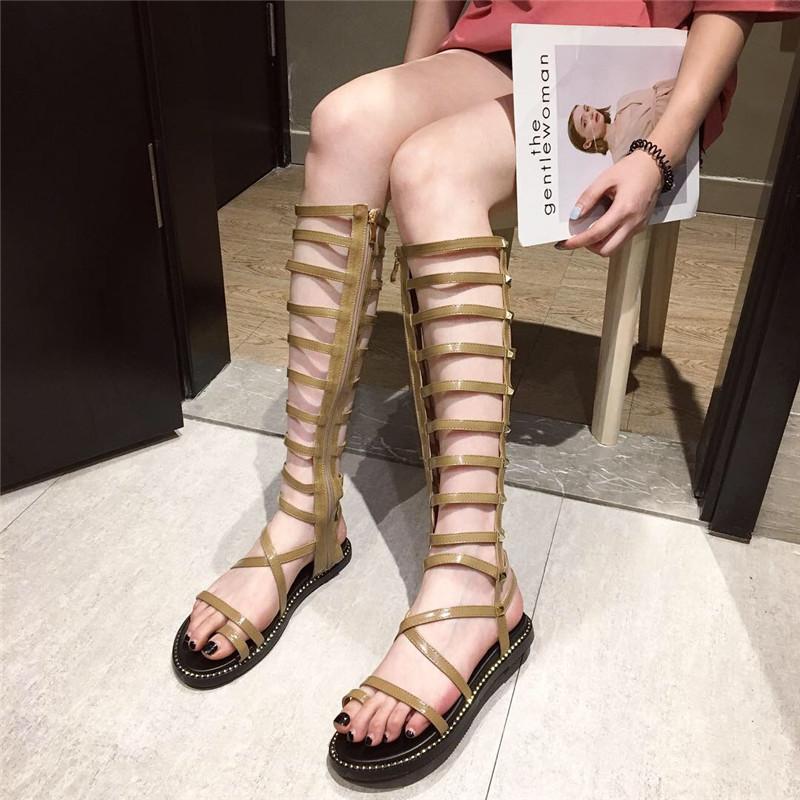 低跟舒适洋气铆钉交叉绊带凉鞋女鞋2019春季新款罗马凉靴套趾休闲
