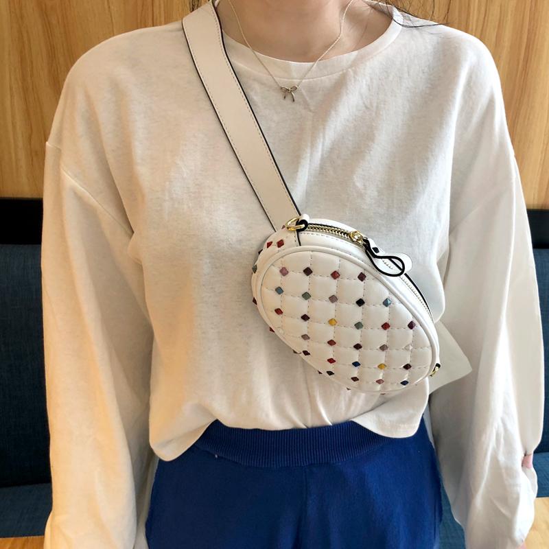 在花间2018韩国女包春夏新彩色铆钉菱格链条宽肩带腰包单肩斜挎包