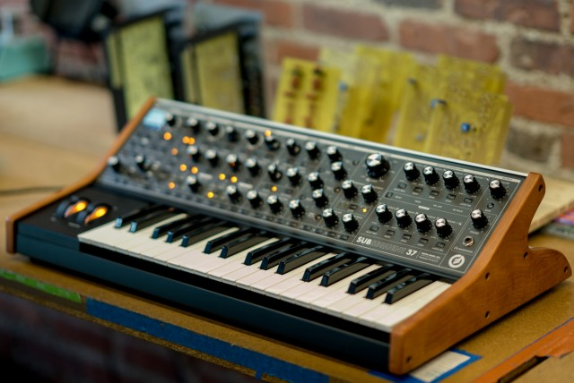 Moog Subsequent37 Subsequent25 模拟合成器 Moog合成器