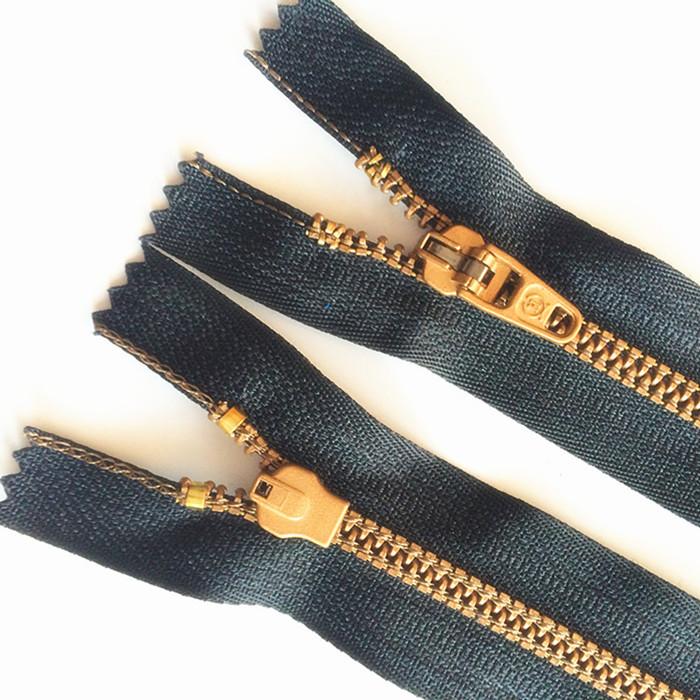 ズボンのチャック4番の布の縁とファスナーのジーパンのズボンの専用のまねる銅の強化のファスナーの18 cm