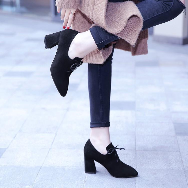 2021新型春秋尖頭粗ヒール中と単靴の女性牛皮と砂のハイヒールの深口靴の大きいサイズの43