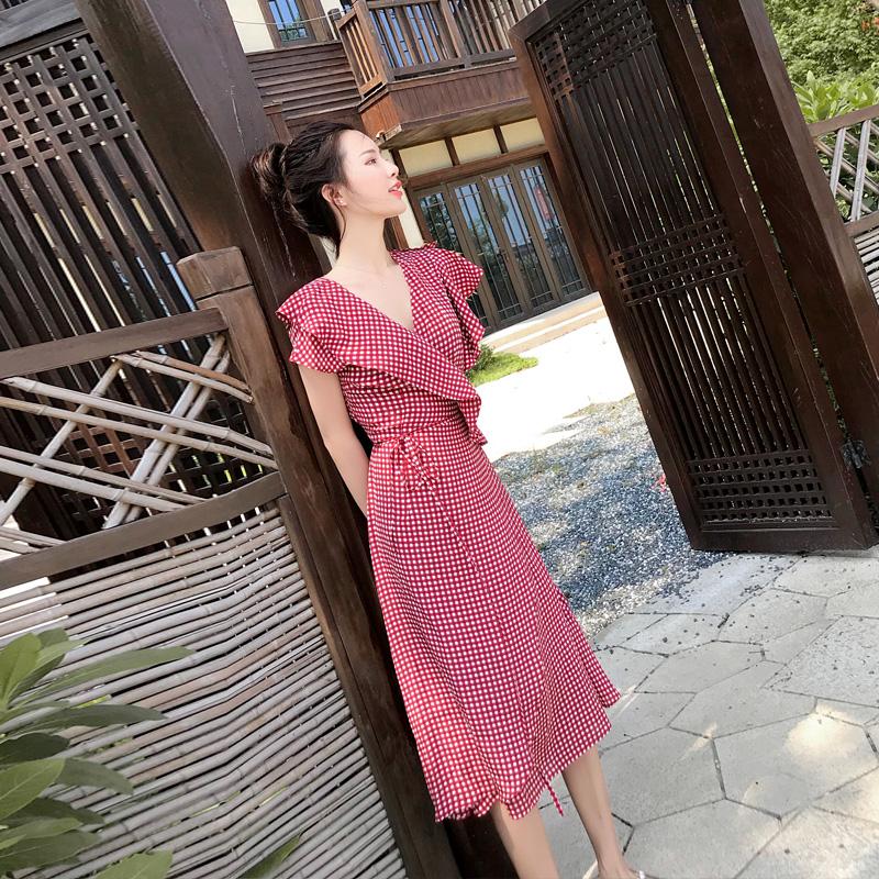 2018夏季女装新款v领荷叶边不规则修身气质格子短袖超仙连衣裙女