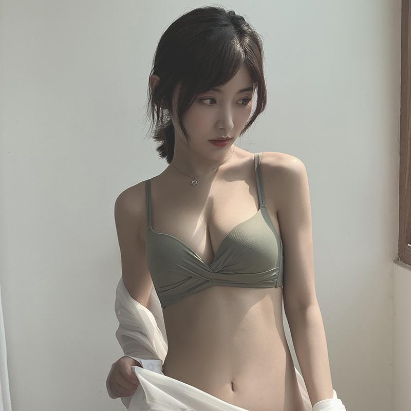 内衣女无钢圈小胸聚拢胸罩美背防滑肩带薄款调整型上托文胸套装图片