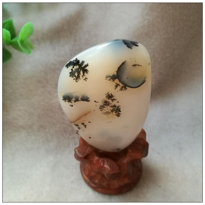 Natural water plant agate stone small ornament: full moon. Beautiful scenery, clear water and grass