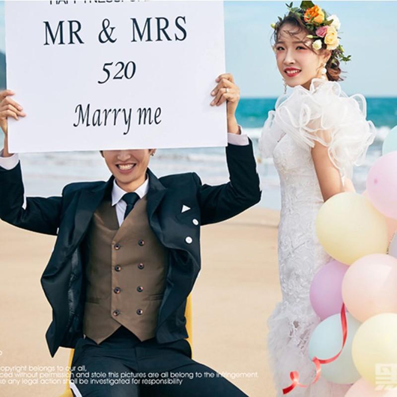新款外景婚纱摄影道具旅拍英文手拿板森系韩式写真创意白色手举牌