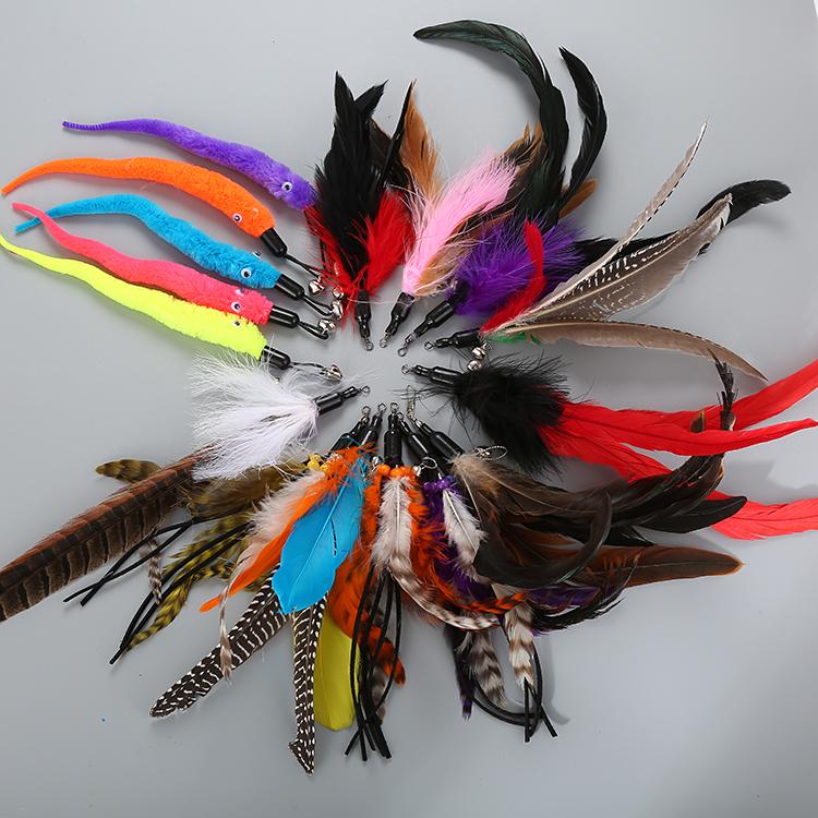 猫用品の猫のおもちゃの猫の棒は頭を換えて天然の毛虫の羽の色を変えてペットの猫のおもちゃを打ちます。