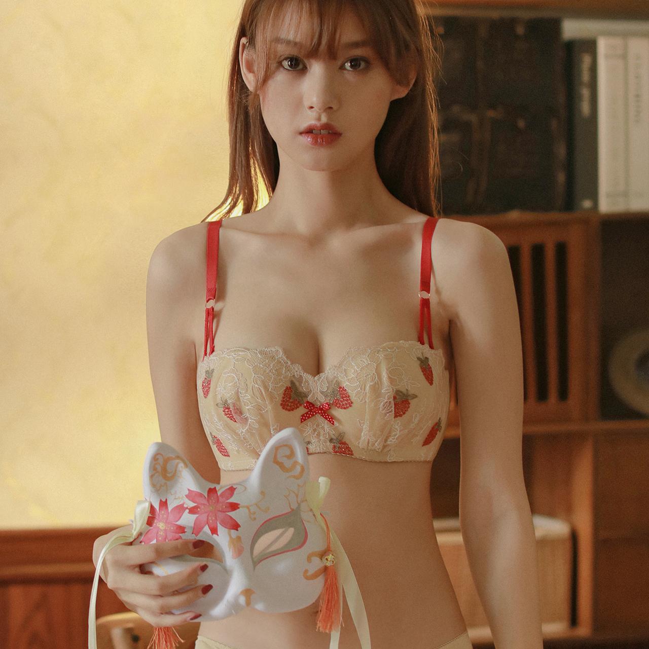 原创草莓内衣女小胸聚拢无钢圈性感惑调整型日系少女学生文胸套装
