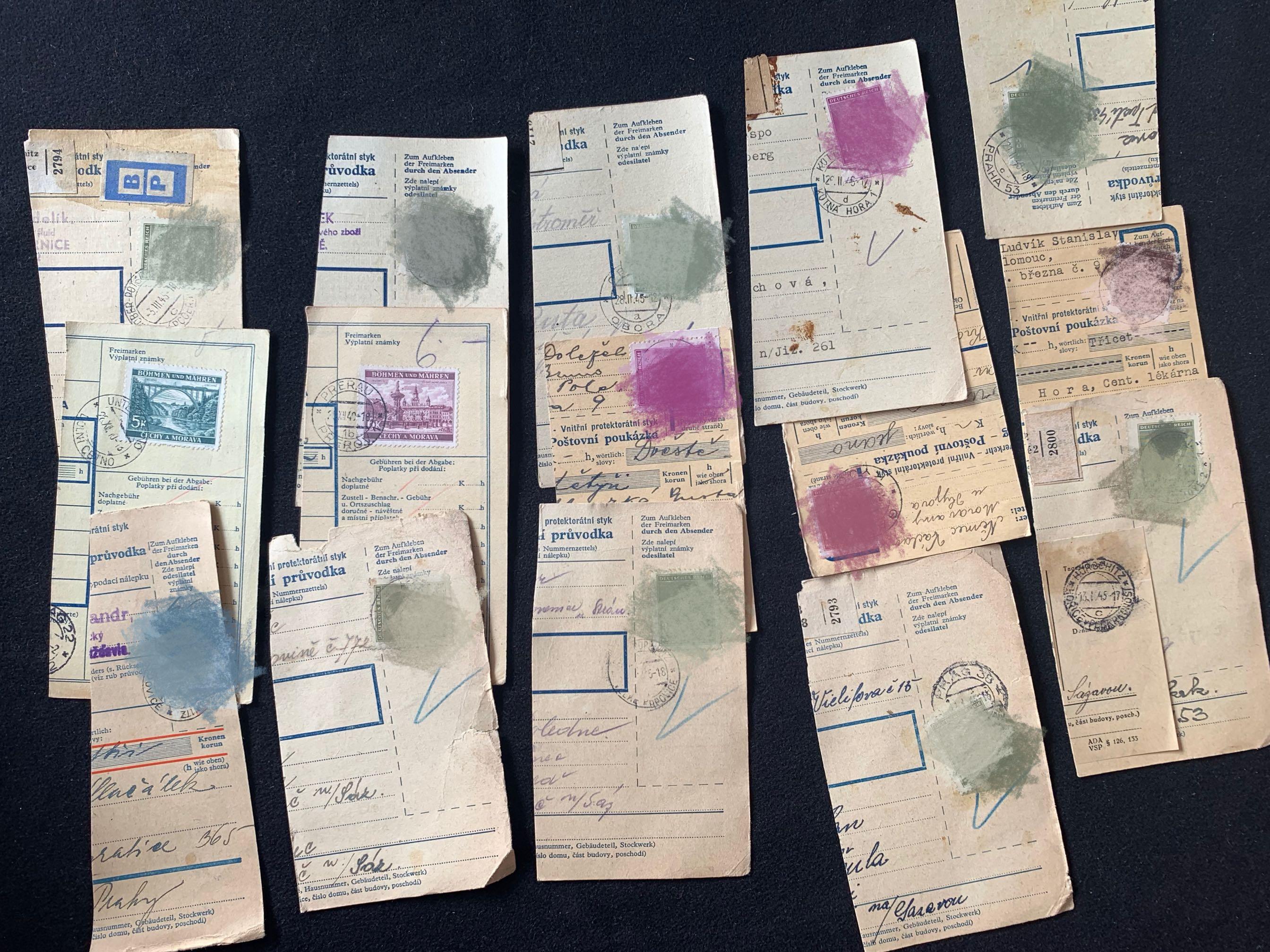 第二次世界大戦中、ドイツは切手のハサミを貼っています。