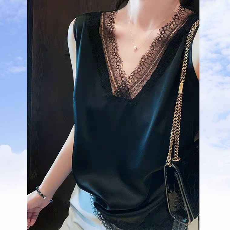 European station silk suspender vest womens summer with V-neck base shirt loose, wearing Satin sleeveless lace top