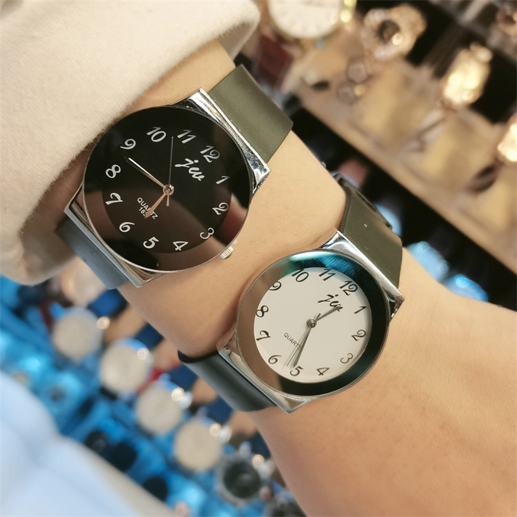 Dress up as you ~ 2020 new couple simple personality big digital Rubber Watch with black and white fashion watch