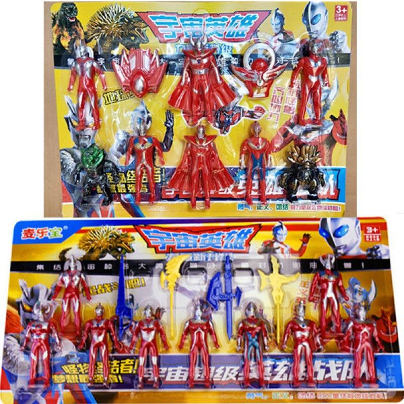 ウルトラマンスーツの召喚器ウルトラ卵怪獣が仮面ライダーロボットの人形を飾っています。