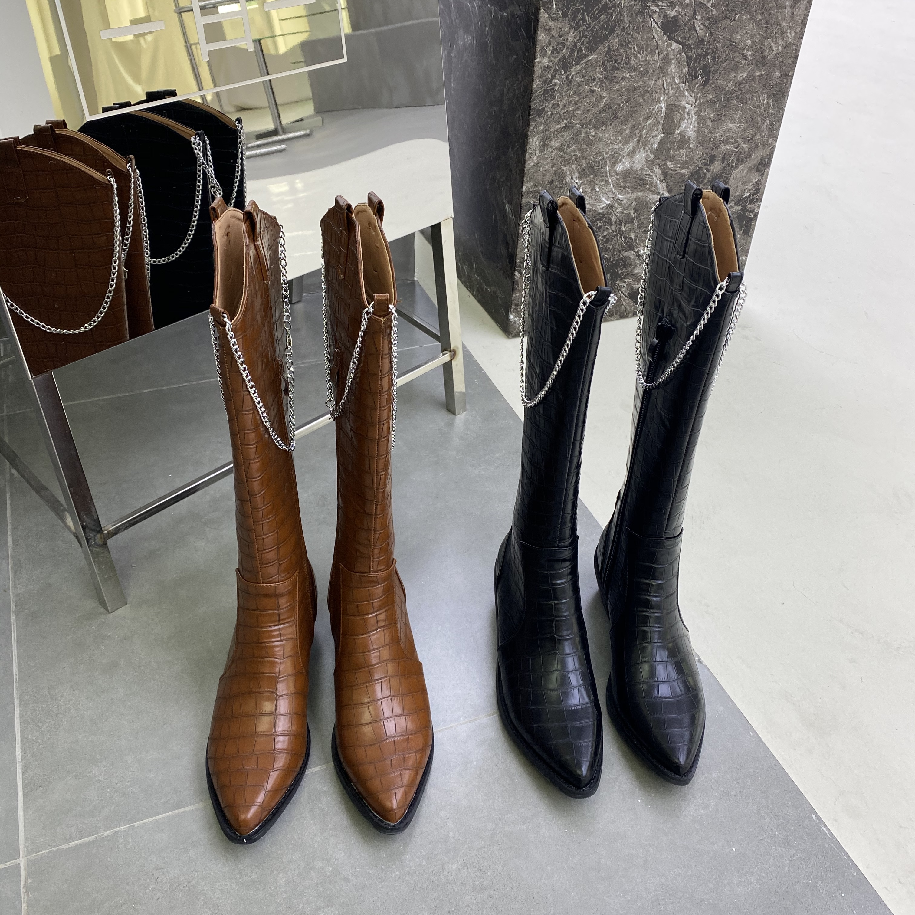 New European and American fashion pointed coarse heel stone chain Knights boots in fall / winter 2020 35-39