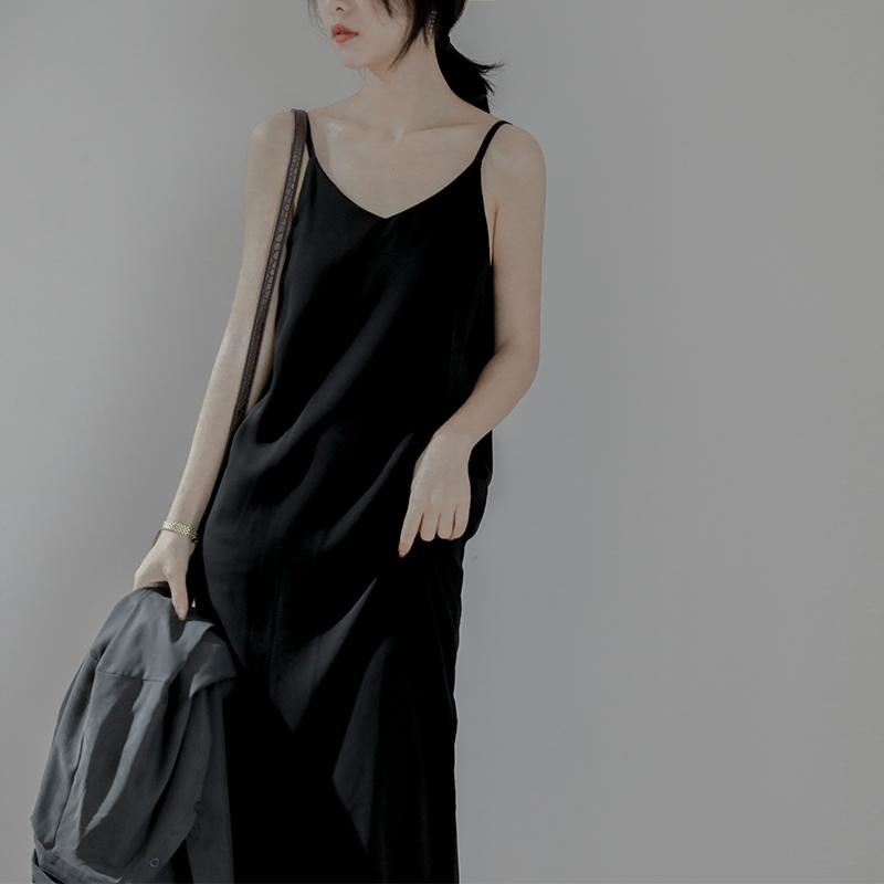 限30000张券垂感吊带裙雪纺黑色连衣裙女中长款冷淡风V领心机内搭打底小黑裙