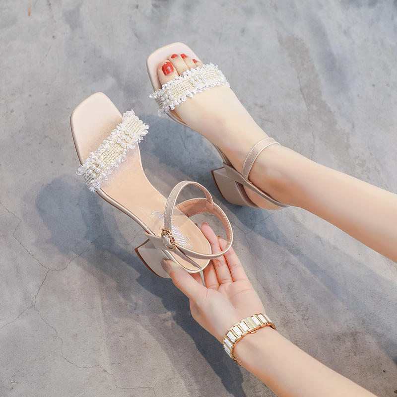 Sandalwoman 2020 new Korean pearl one line buckle strap thick heel fairy style ins fashion evening gentle high heeled shoes