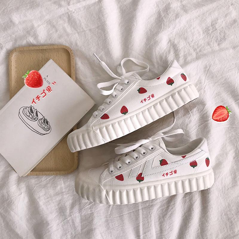 48.80元包邮草莓女学生韩版2019潮鞋新款帆布鞋