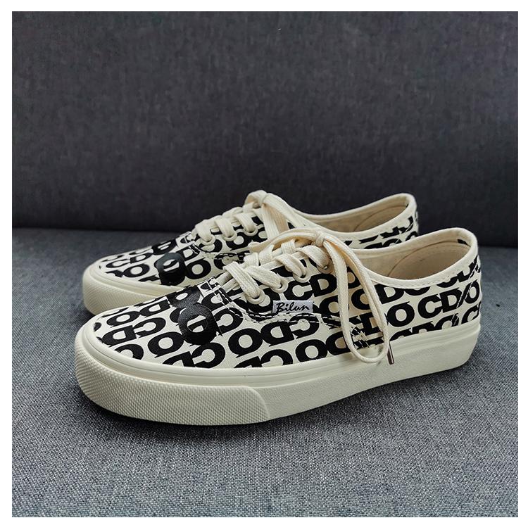 韩国ulzzang帆布鞋女新款满印字母印花滑板鞋学生百搭情侣款板鞋