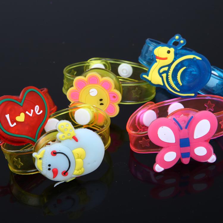 Ребенок подарок мальчик девочки день творческий серебристые свет вспышка мультики браслет наручные часы небольшой игрушка творческий подарок