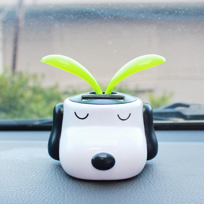 车载太阳能自动摇摆件太阳能花史努比狗卡通叶用品饰品摆件公仔