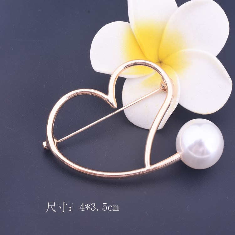 Package mail buy three free 100 pairs of geometric shape Pearl Brooch anti light buckle pin love Brooch clothing accessories