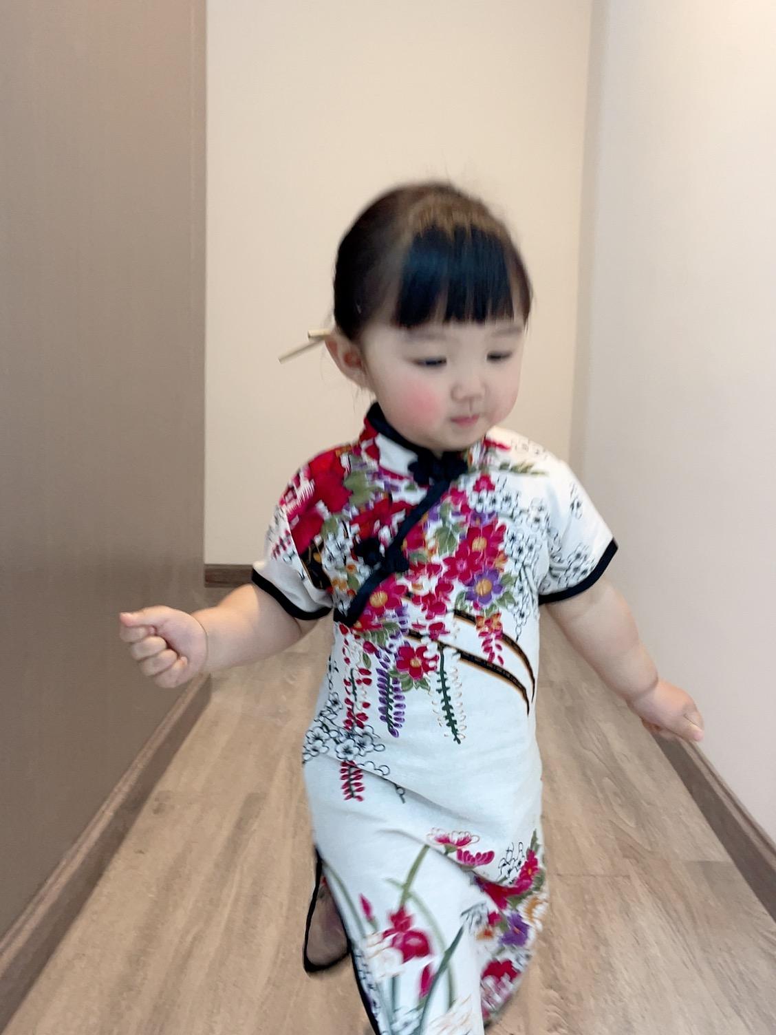 千智小朋友同款 玫瑰花色旗袍宝宝周岁中国风裙子(花形随机)
