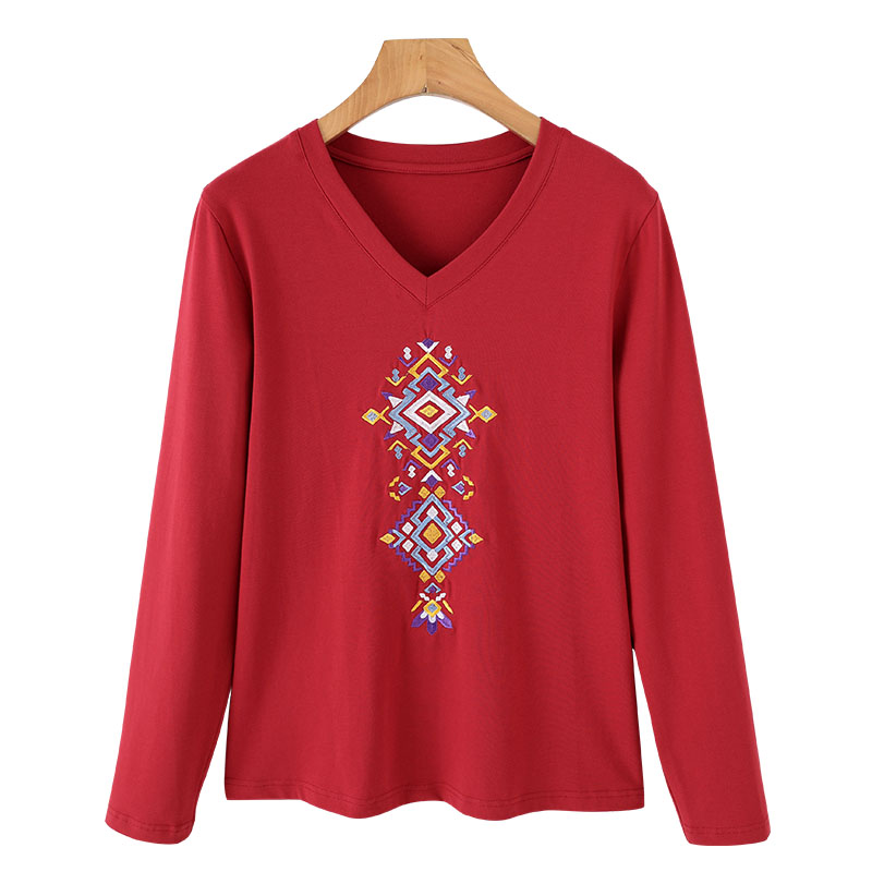 Early autumn 2020 Korean fashion V-neck national style embroidery plus big show thin covering meat loose large casual long sleeve T-shirt