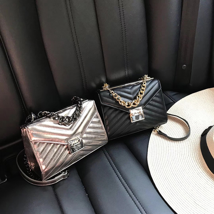 Europe and the United States original single womens small fragrance small square bag metal buckle cross small bag guess home lip edge simple fashion chain bag