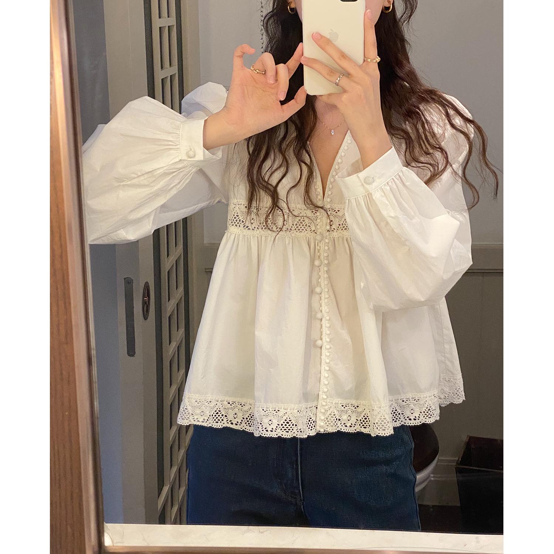 FAYEYE SHOP自制 温柔减龄系~精致包扣V领长袖蕾丝衬衫女2021新款