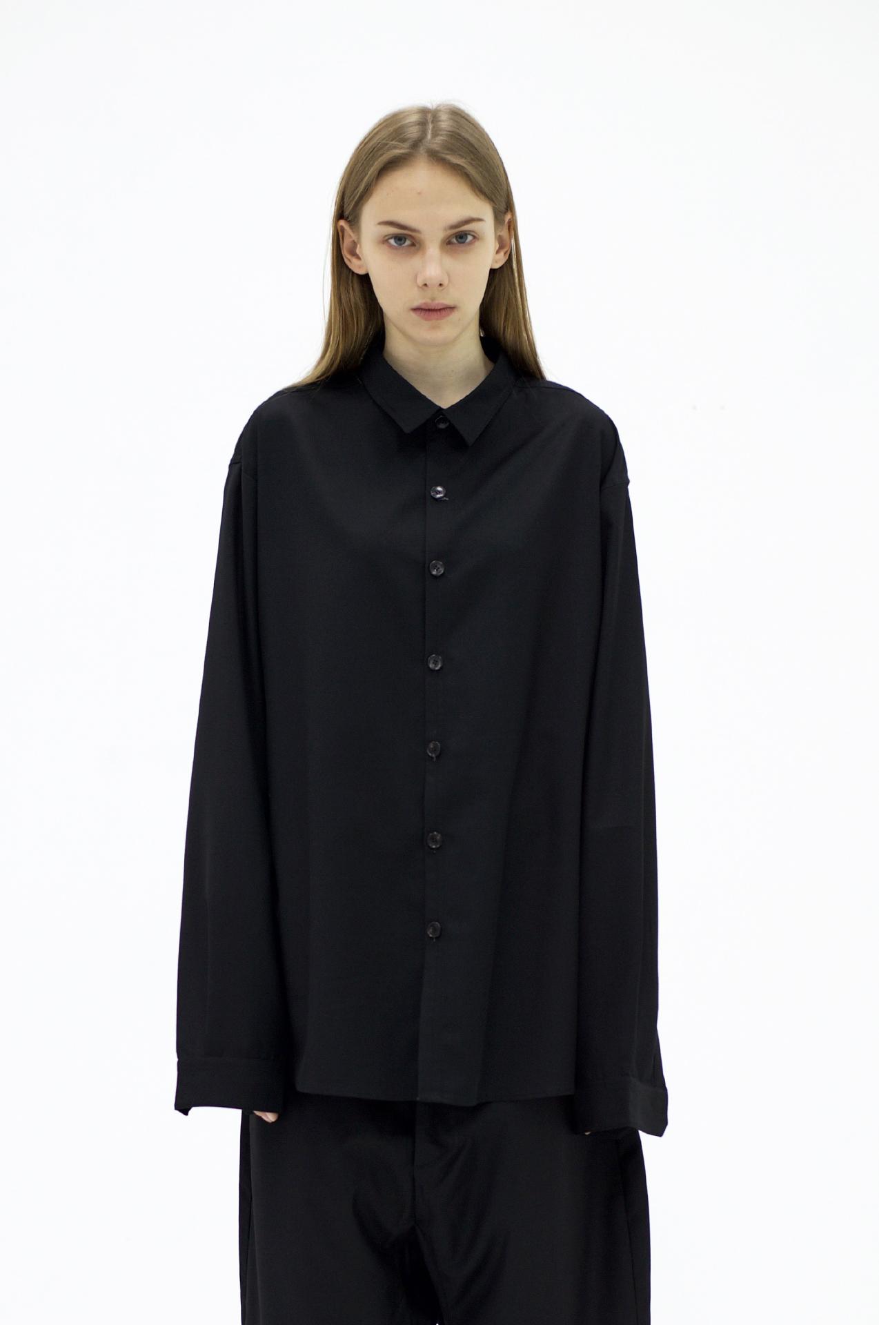 UNKNOWNWORLD FALL/WINTER 2017 廓形剪裁黑衬衫 男女券后368.00元