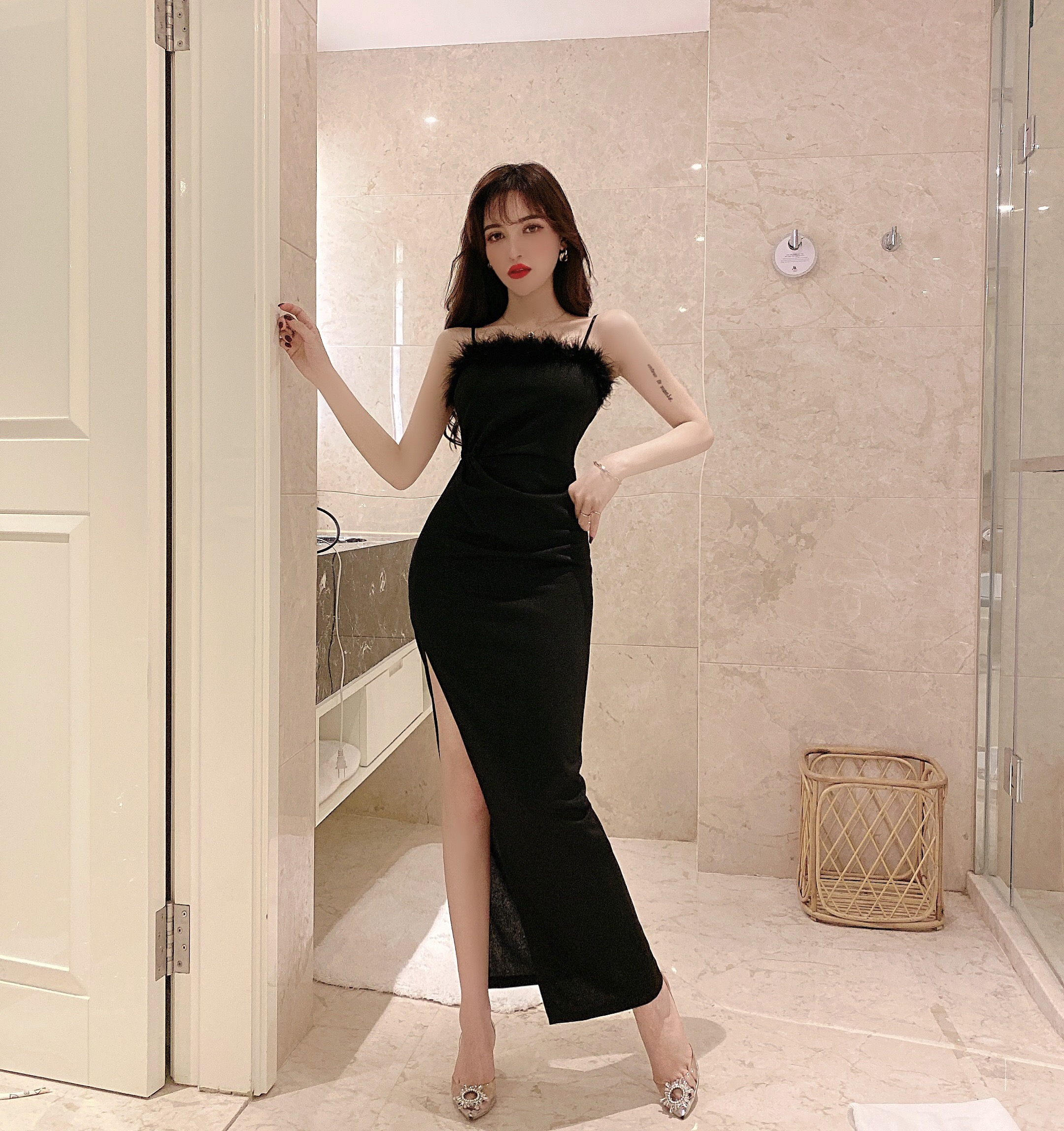 實拍 新款名媛時尚氣質性感黑色毛毛吊帶修身開叉長款連衣裙