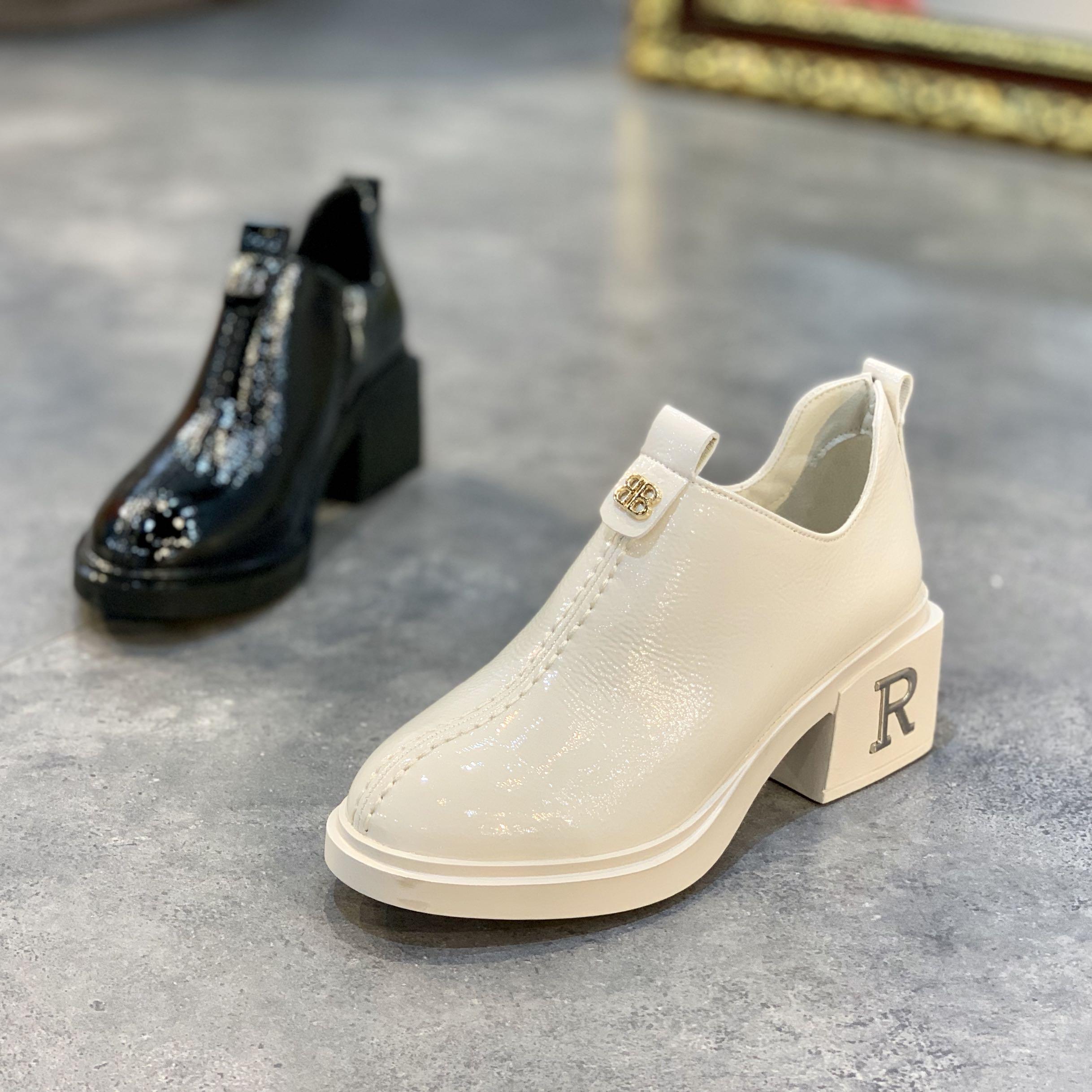 欧洲站女鞋2019春秋新款粗跟漆皮单鞋女厚底英伦时尚亮皮高跟鞋潮