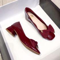 红色单鞋2020秋款蝴蝶结浅口粗跟单鞋女中跟百搭新娘婚鞋日常可穿