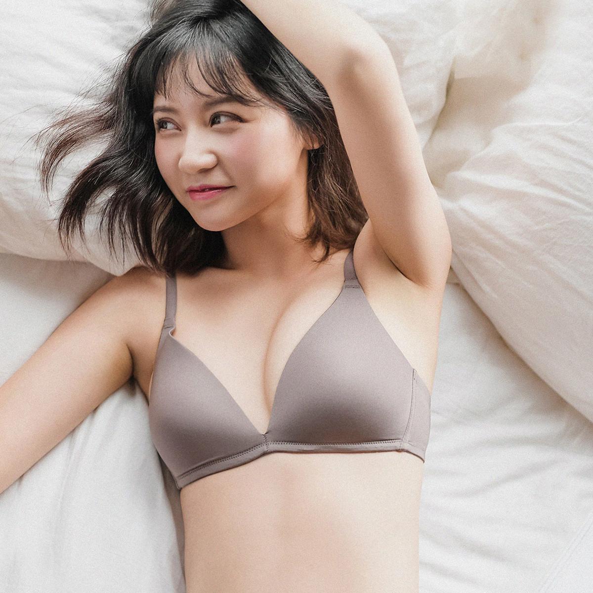 日系无钢圈文胸薄款少女无痕内衣小胸胸罩深V光面睡眠大码夏季