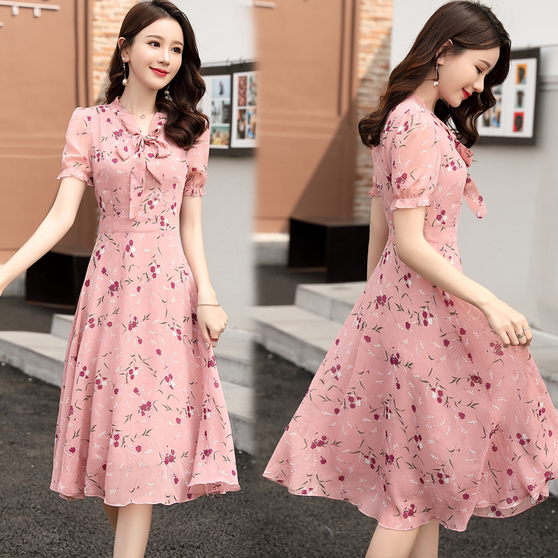 Spring and summer 2020 womens dress Korean version slim and sweet holiday Chiffon small floral bow tie long skirt