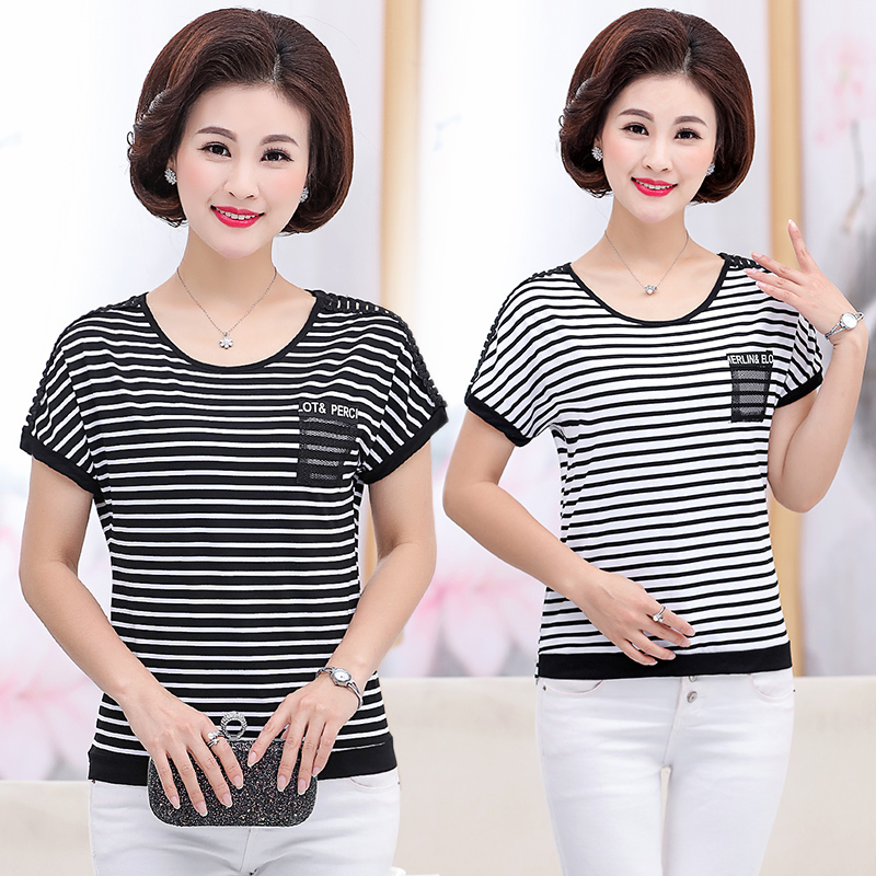 Women in their 40s and 50s wear fashionable T-shirts in summer for middle-aged and elderly people around 40, 50-55-60, and their mothers wear fashionable T-shirts