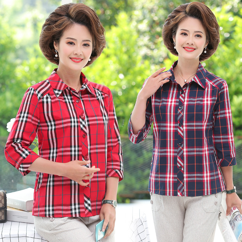 In summer, middle-aged women in their 40s and 50s wear beautiful mothers Day Mothers Quarter Sleeve Plaid shirt and Western style top