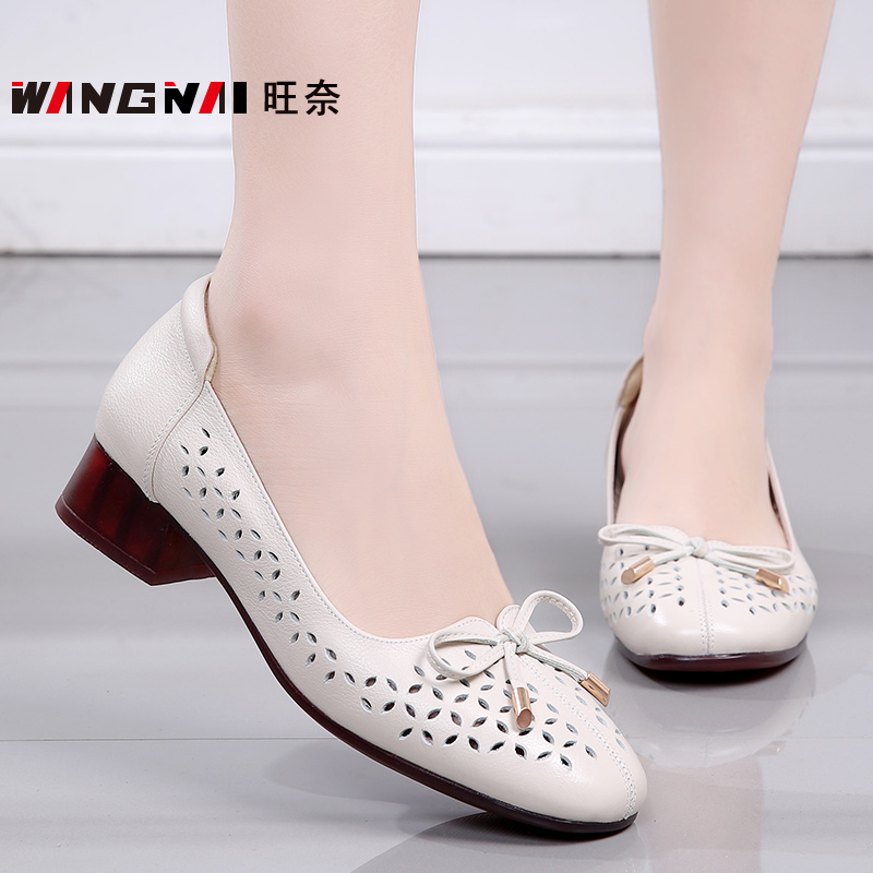 Summer mothers shoes leather shoes leather shoes soft sole Oxford bottom comfortable hollow hole female sandals thick heel middle aged and old womens shoes