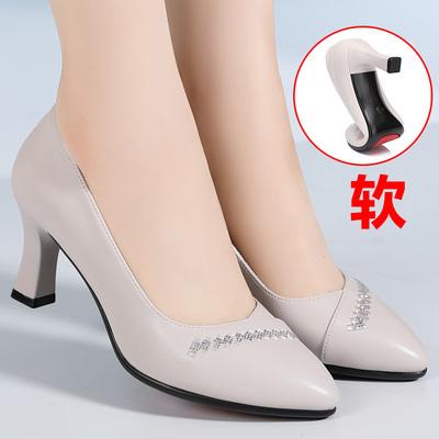 妈妈鞋单鞋真皮软底女2021新款春秋款女鞋中年中老年鞋子秋季皮鞋