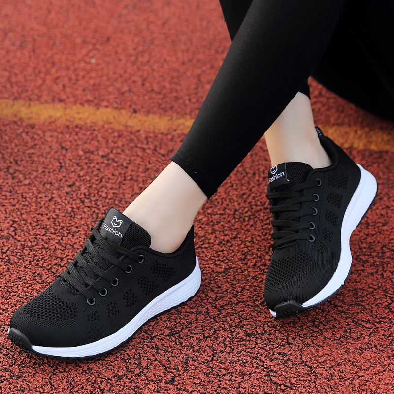Spring and autumn 2019 new sports shoes womens small black shoes casual high school students light soft soled flat bottomed running shoes