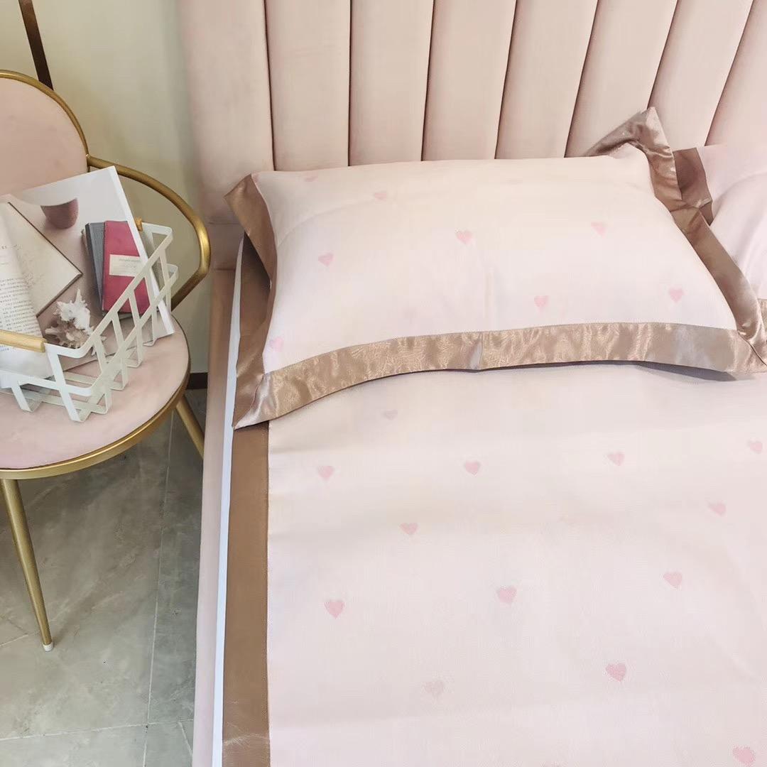 (用20元券)夏季简约爱心冰丝凉席三件套可折叠单双人空调软席床笠款冰丝席子