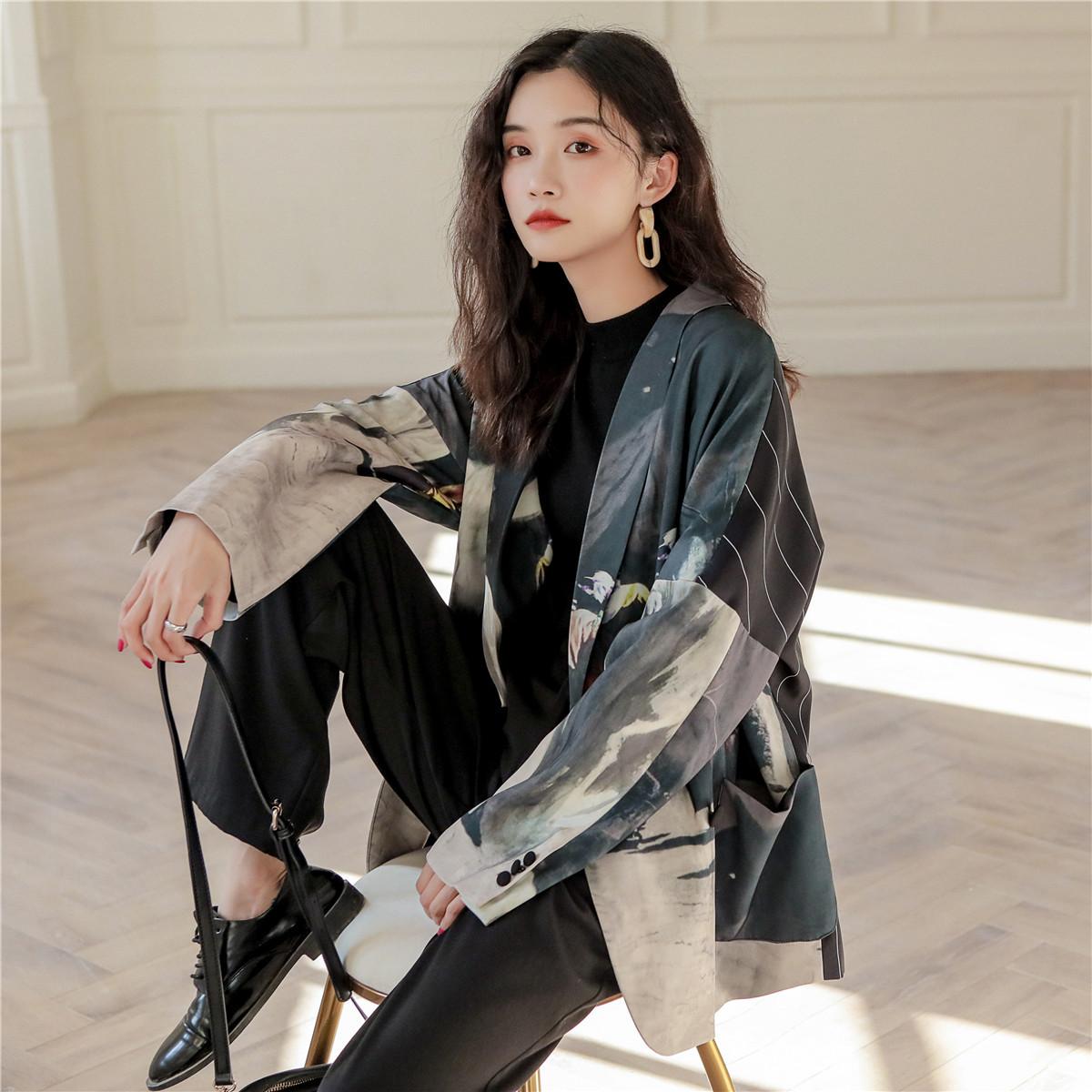 2020秋装新款个性图案后背拼条纹宽松短外套设计感小西装女