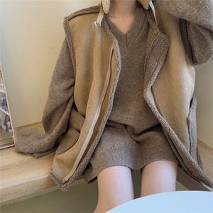 大码胖mm减龄显瘦套装宽松慵懒风毛衣女秋冬外穿羊羔毛马甲两件套