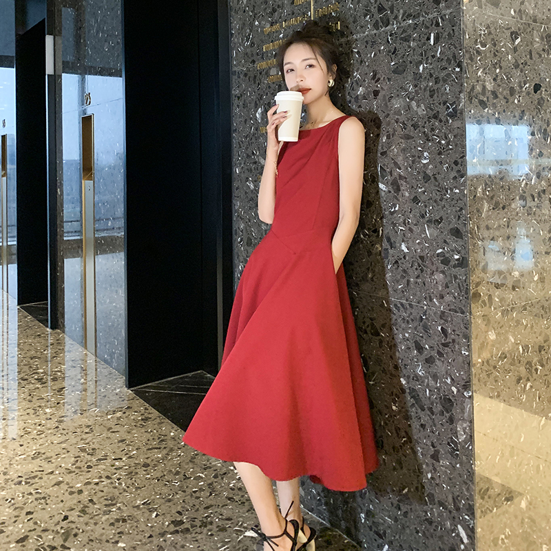 The new style in spring shows thin temperament at the waist, medium and long sweet dress, sleeveless dress, black / White / red