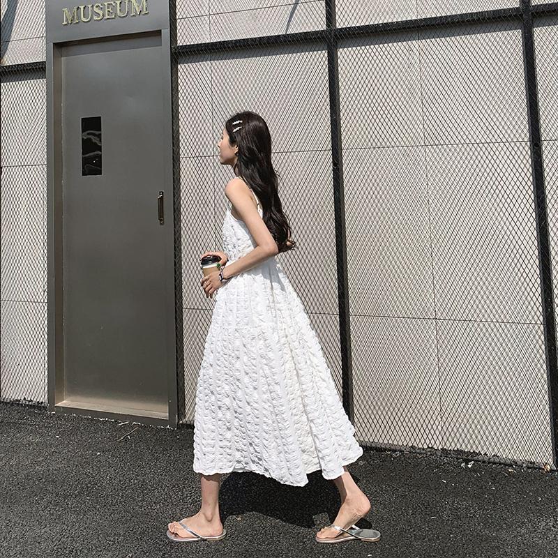 A7seven吊带连衣裙女白色夏季中长款韩版宽松显瘦褶皱收腰A字裙子