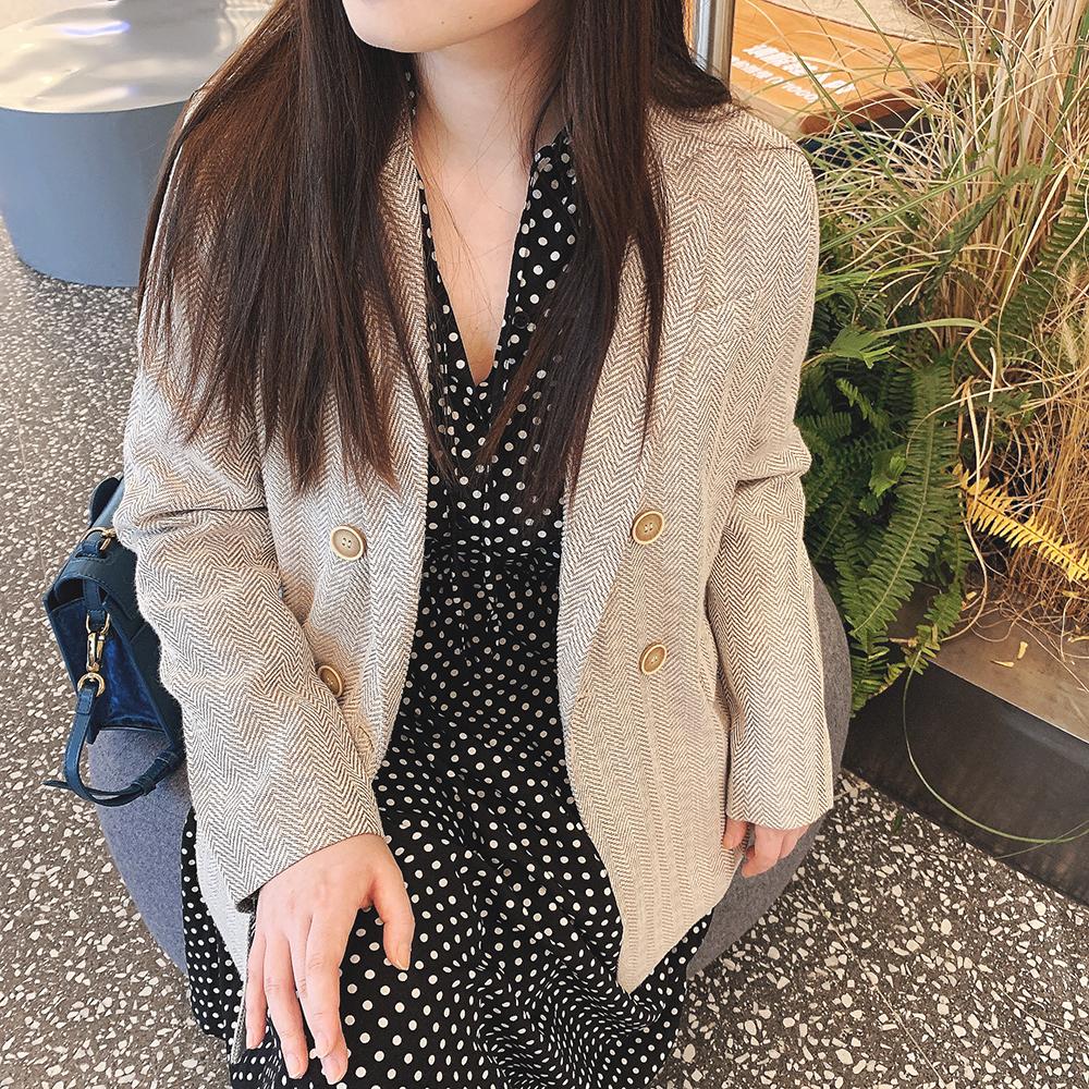 秋冬INS百搭米灰色人字纹提花宽松立领双排扣西装外套上衣中长款