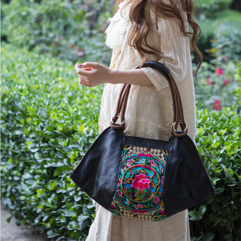 Chinese style ethnic style embroidered bag leather shoulder bag retro portable large bag embroidered bag leisure Womens bag