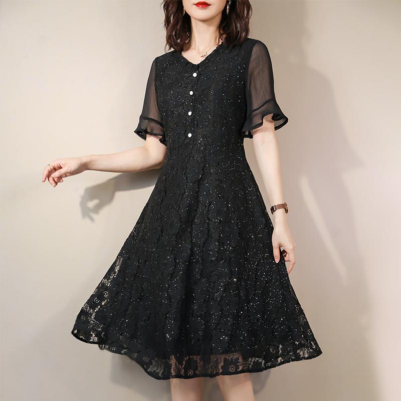 伊自尚胖妹妹夏装大码女装2020年新款胖mm遮肚黑色显瘦蕾丝连衣裙