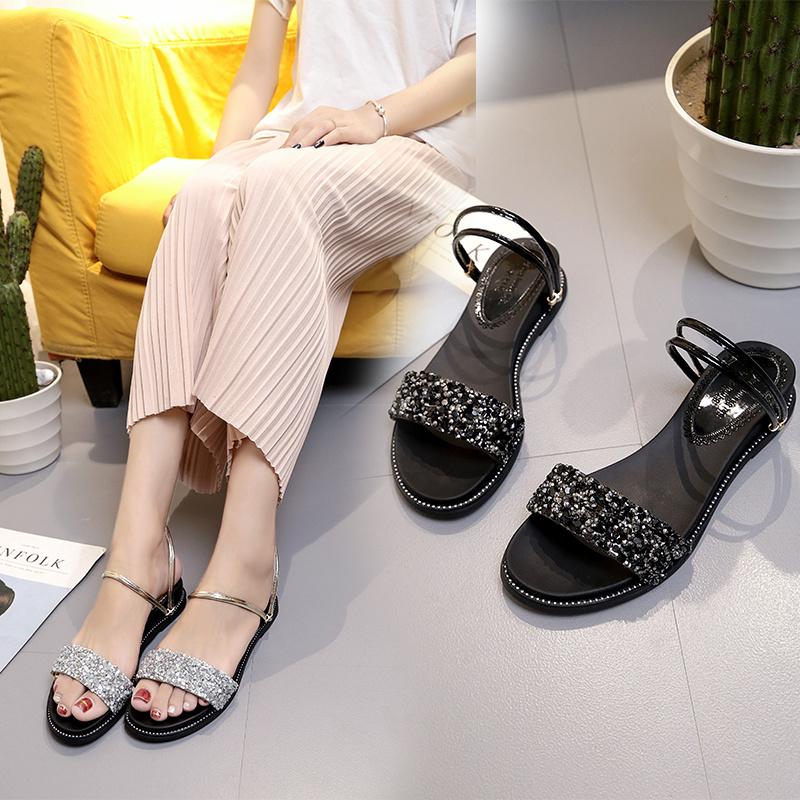 新品日常聚氨酯韓版青年春季金屬膠粘周歲cm平底風格中空PU涼鞋